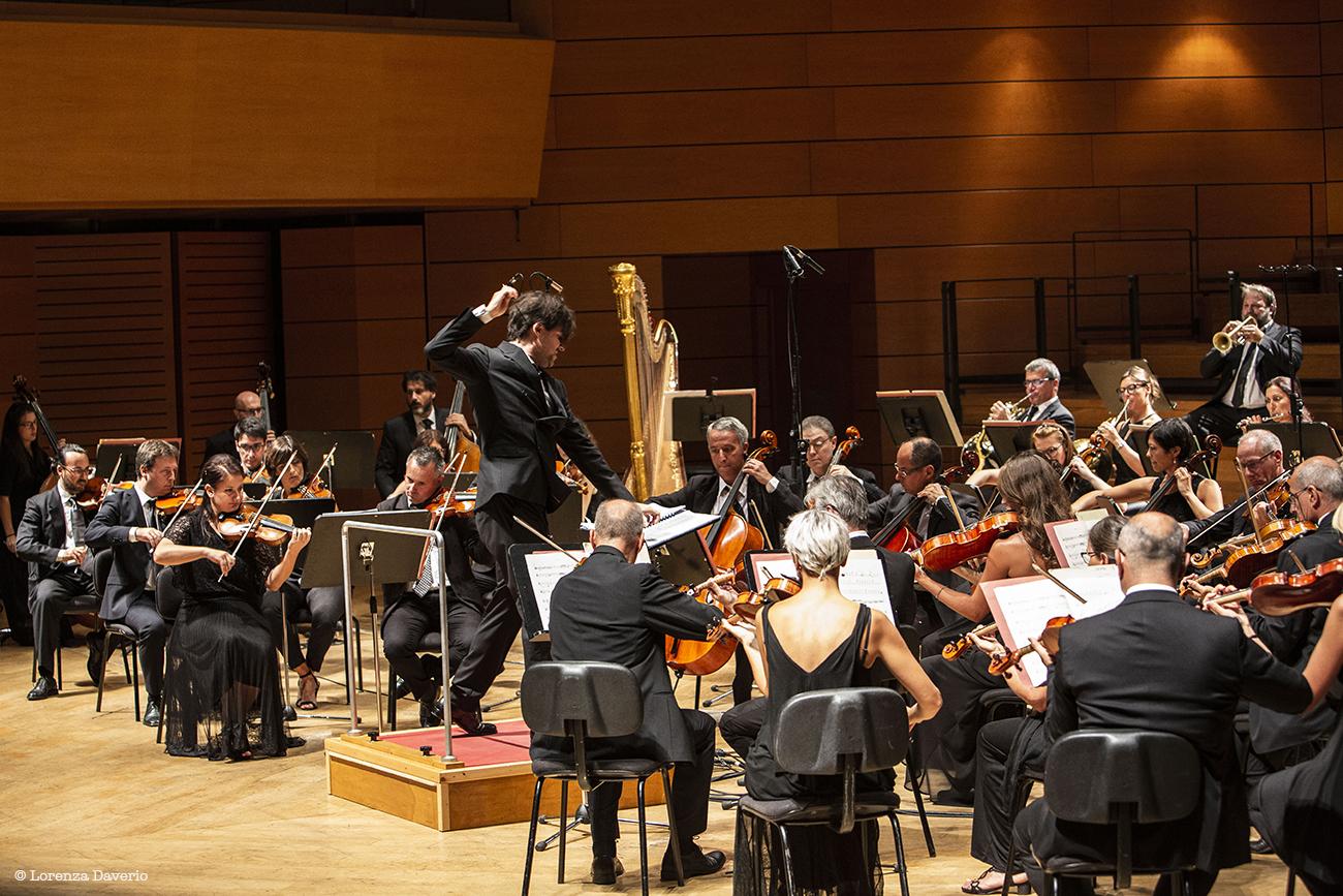 Alessandro-Cadario-Orchestra-I-Pomeriggi-Musicali_@Lorenza-Daverio