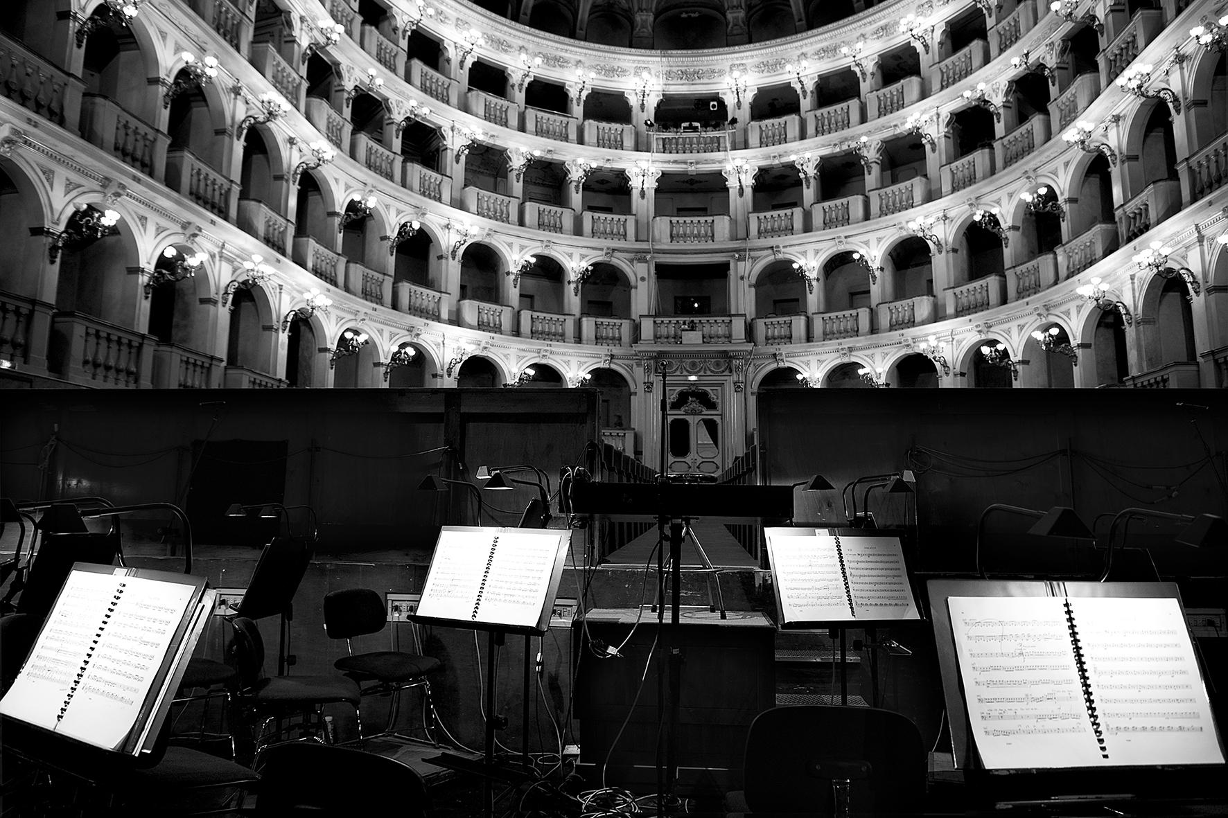 Oltre il sipario #9 Copyright © Fondazione Nino Migliori
