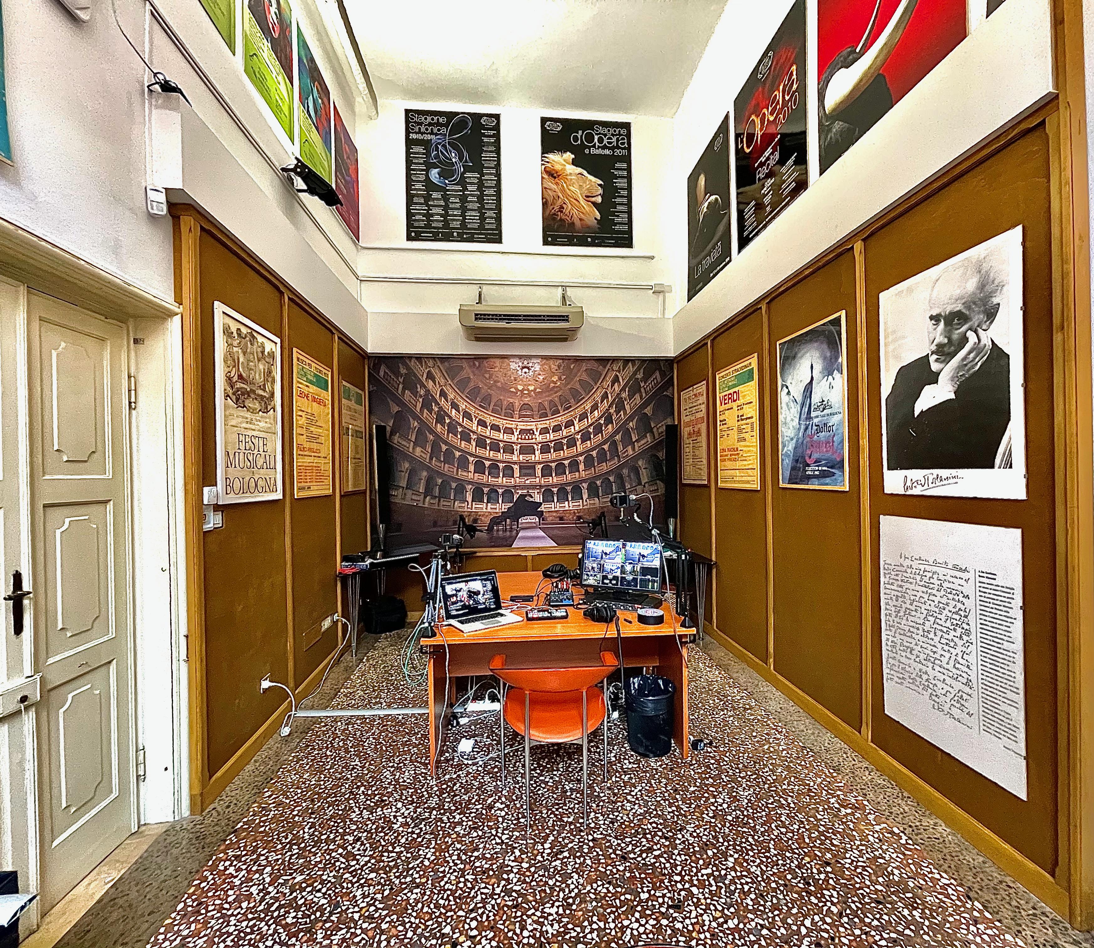 Foto postazione web TV al Teatro Comunale di Bologna