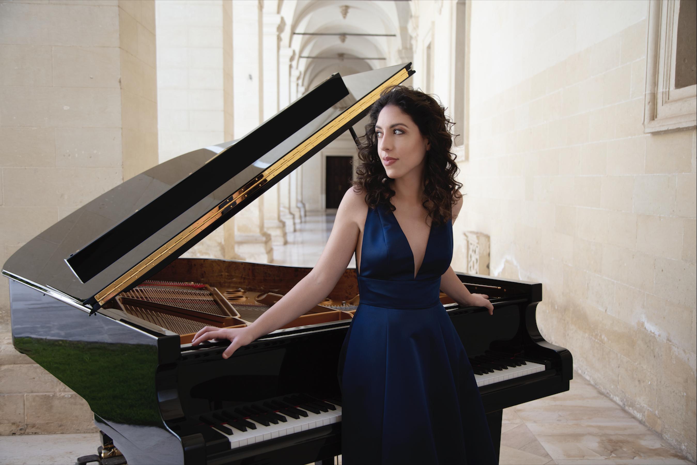 Beatrice-RANA_foto-Simon-Fowler_pianista-e-direttrice-artistica-1